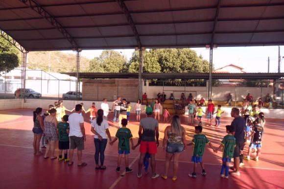 Pais se reúnem na final do Campeonato do MEP, no dia das Crianças (Foto: Bruno Cidadão)
